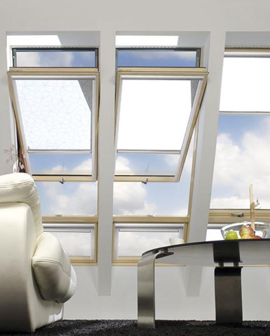 Finestra da tetto a bilico decentrata centro finestre for Finestra bilico