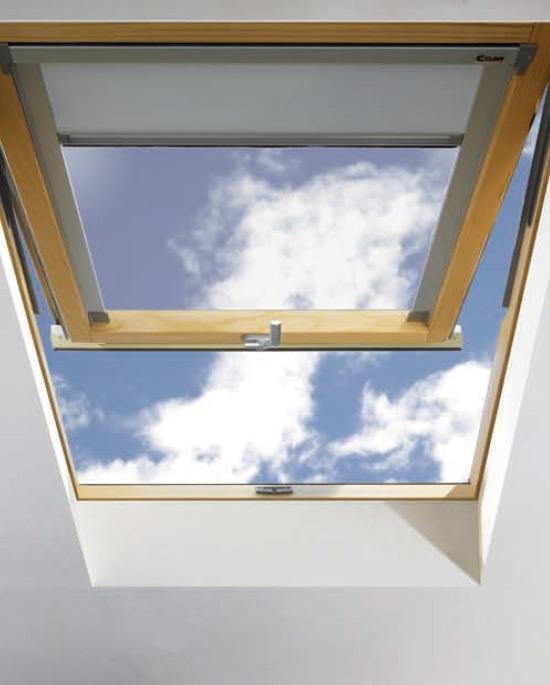Finestra da tetto a vasistas centro finestre per tetti for Finestre per tetto