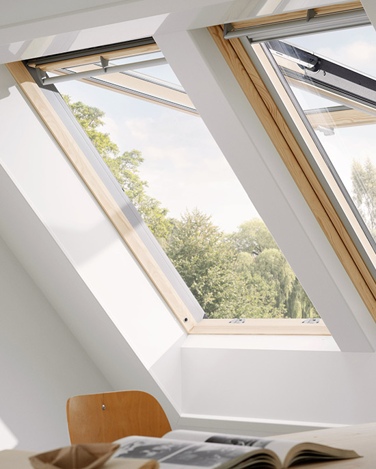 Finestra da tetto a vasistas centro finestre per tetti for Finestre per abbaini
